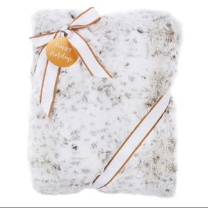 New Guillaume Luxe Extra Large Faux Fur Throw
